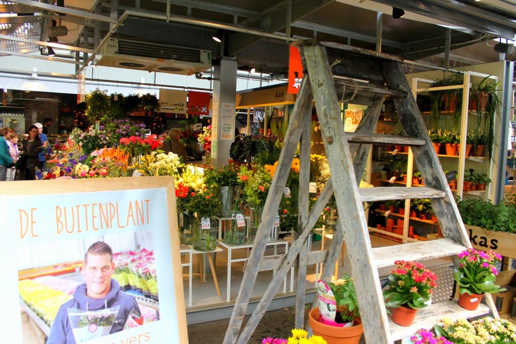 Rotterdam Markthalle innen Blumenstand