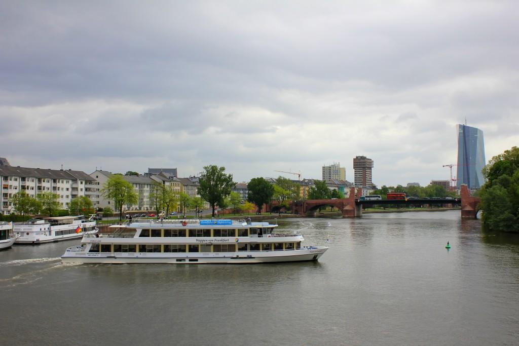 frankfurt-main-boot