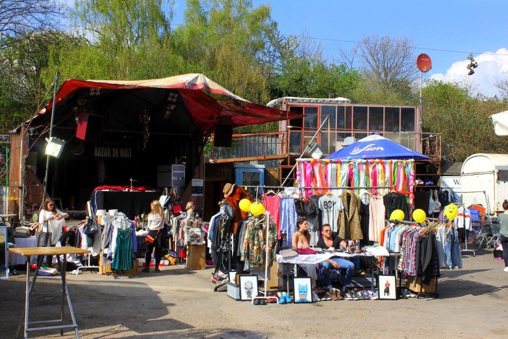Odonien Flohmarktstände