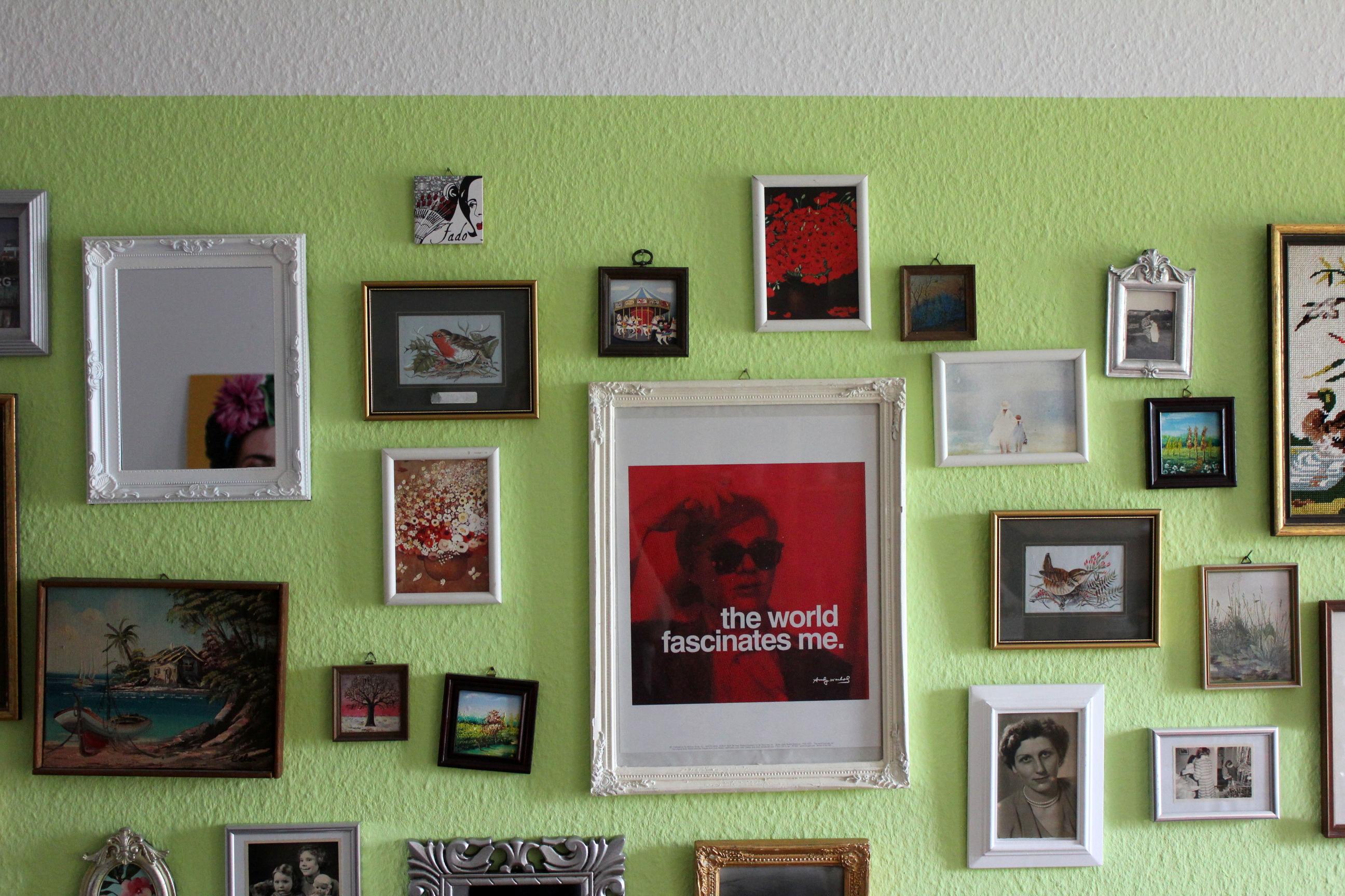 Wand-Umstyling: aus bunt wird schwarz-weiß mit Alpinaweiß ...