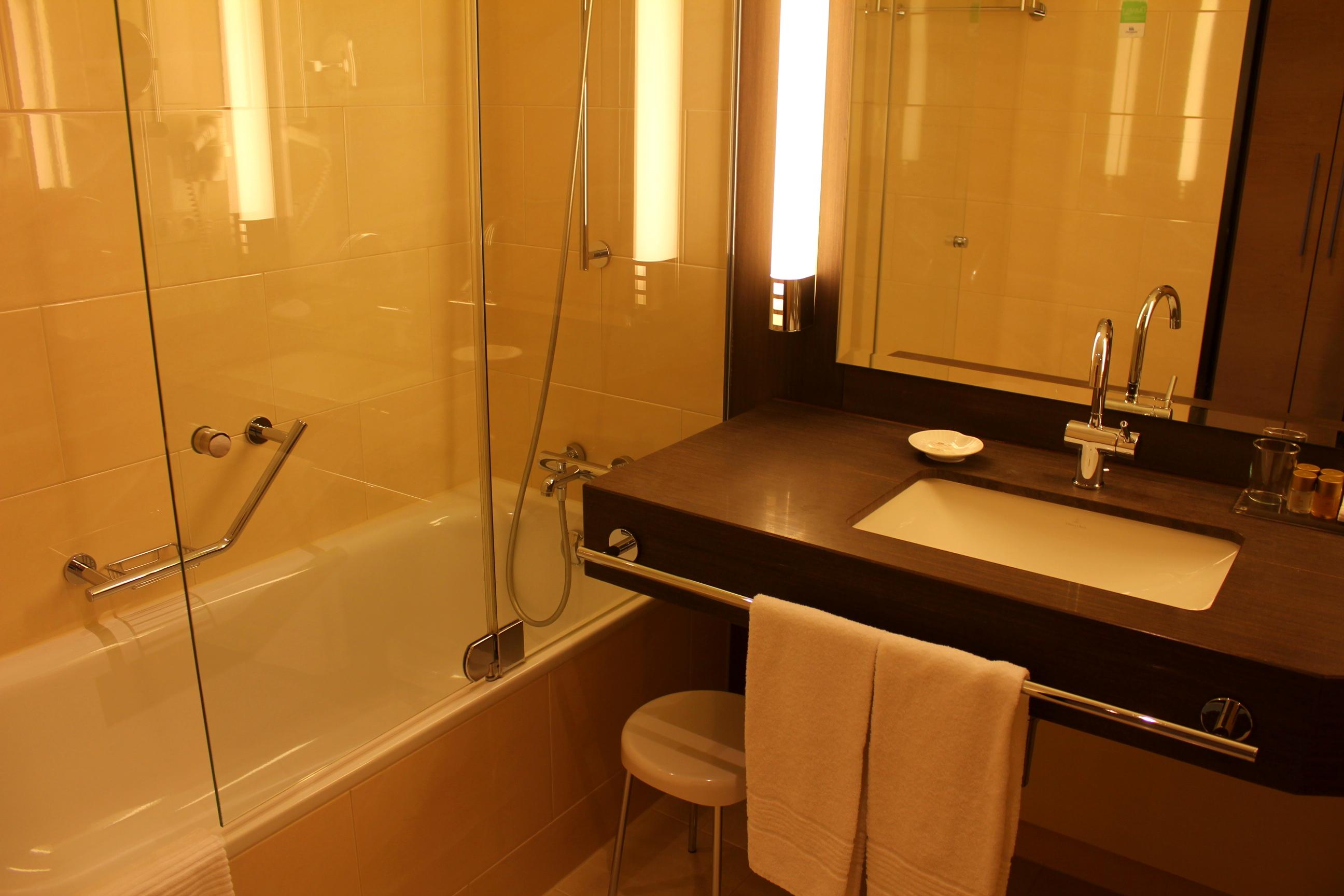 Nett Badewanne Rustikal ~ Holz in badezimmer für ideen badewanne waschbecken beleuchtung