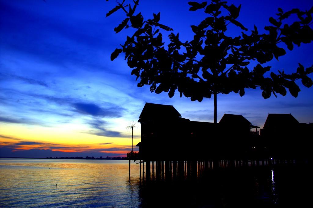 Langkawi Chalet Sunset mit Baum
