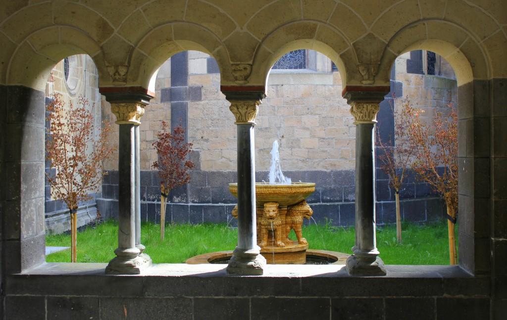 Kloster Blick in Innenhof