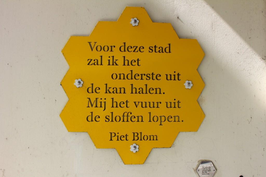 gelbes Schild Piet Blom