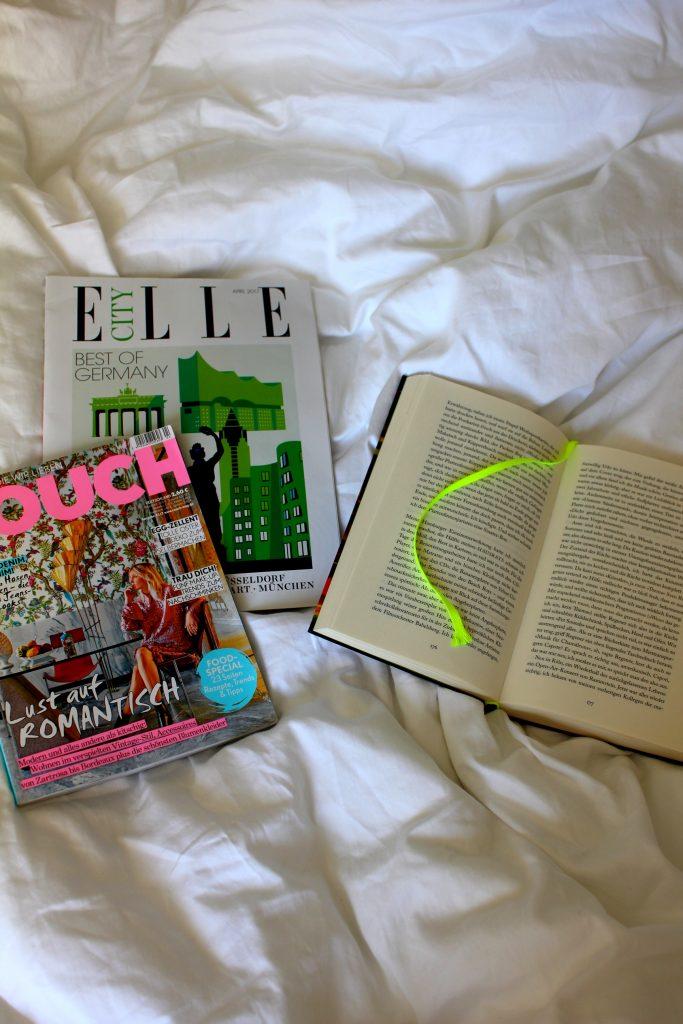 Bücher magazine Bett