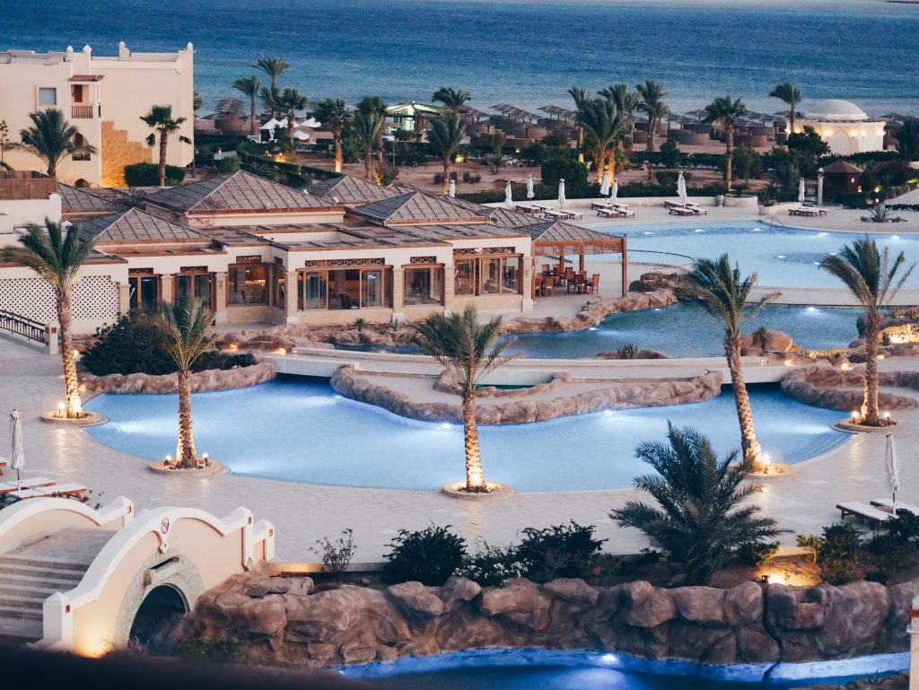 Blick_auf_Resort_mit_Pool