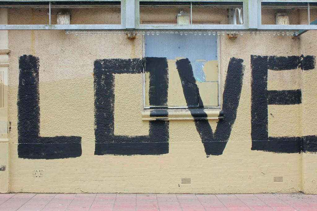 """Love""-Streetart in Brighton"
