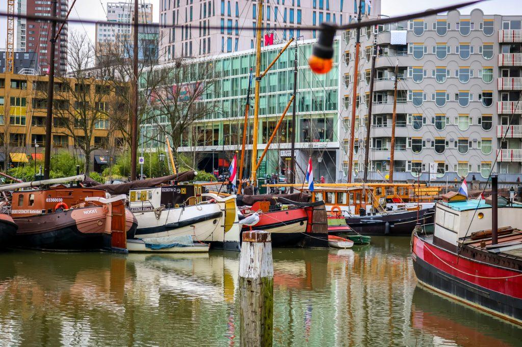 Bunte Schiffe im Oude Haven Rotterdam